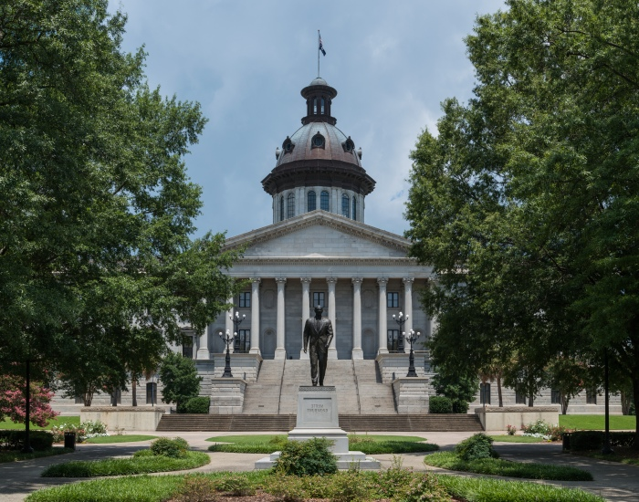 South_Carolina_State_House,_Columbia,_Southeast_view_with_Strom_Thurmond_Statue_20160702_1.jpg
